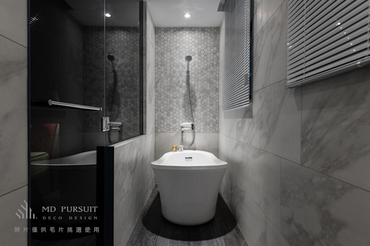 現代浴室設計點子、靈感&圖片 根據 homify 現代風