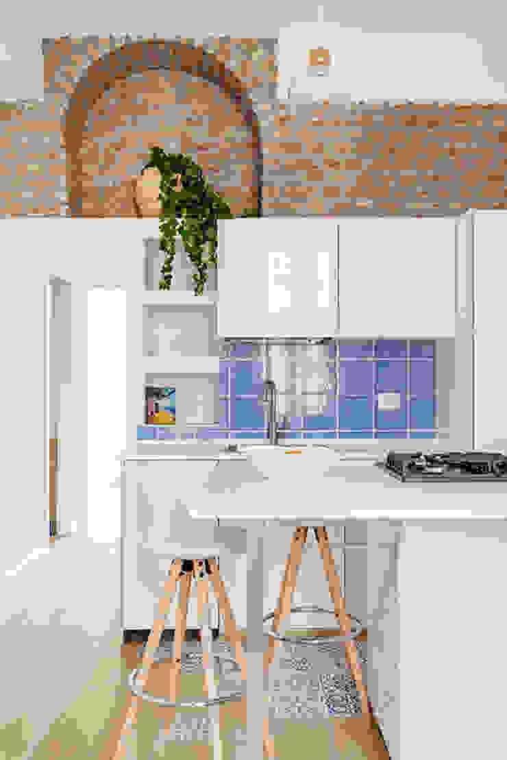 IL MARE A MILANO Cucina in stile mediterraneo di GruppoTre Architetti Mediterraneo