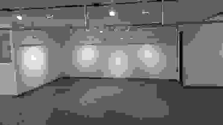 Remodelación oficinas SUMYCON Estudios y despachos modernos Tablero DM