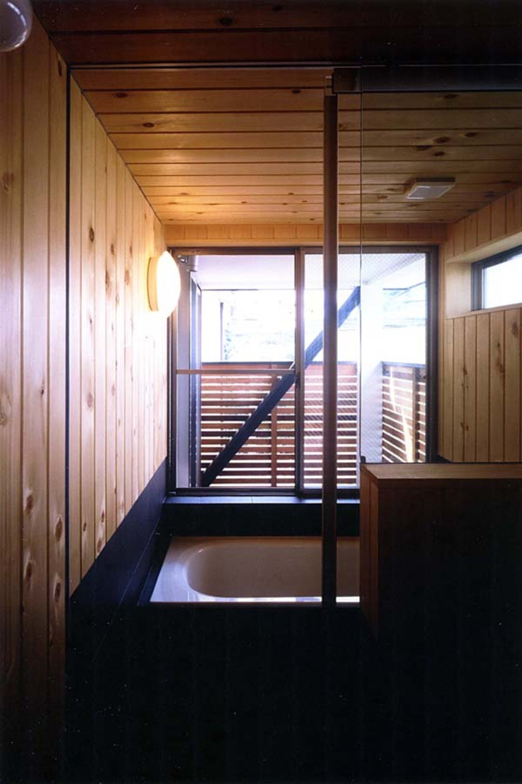 Asian style bathroom by 光風舎1級建築士事務所 Asian Solid Wood Multicolored
