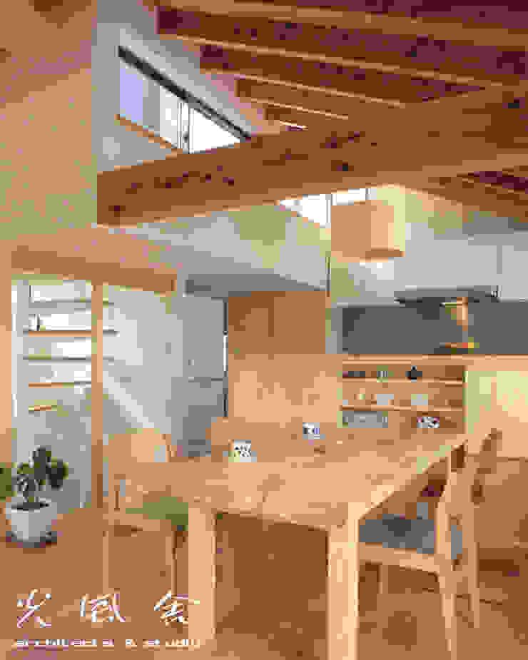 Scandinavische woonkamers van 光風舎1級建築士事務所 Scandinavisch Massief hout Bont