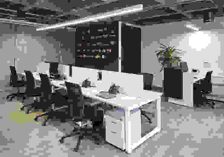 Puestos y sillas de trabajo operativos Salas de estilo minimalista de Servex Colombia Minimalista