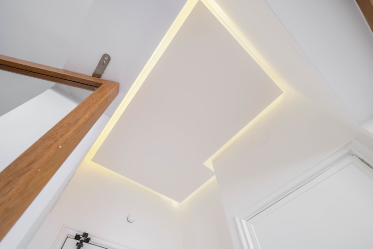 Couloir, entrée, escaliers modernes par FEMMA Interior Design Moderne