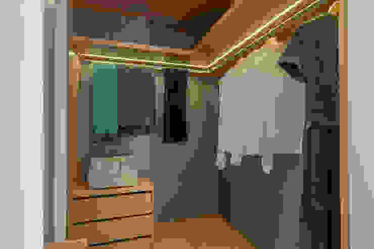 Dressing moderne par FEMMA Interior Design Moderne