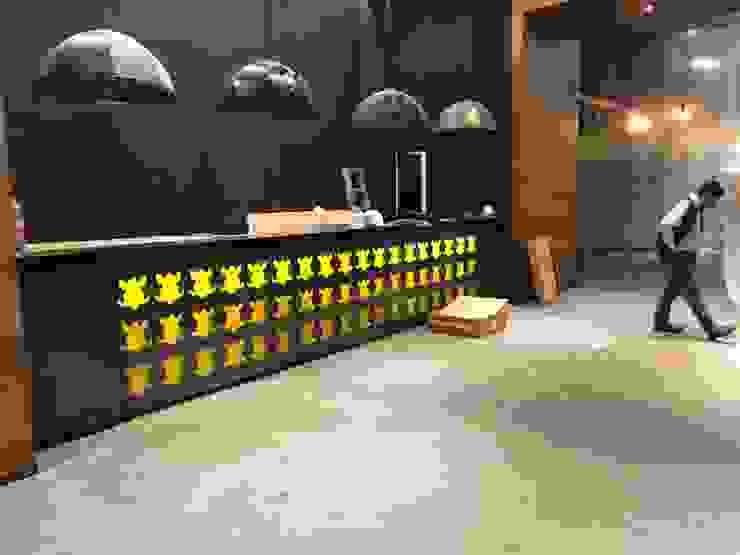 Recubrimiento de Plafones y Muros en Madera de EA ARCHITECTURE & FURNITURE Moderno Madera Acabado en madera