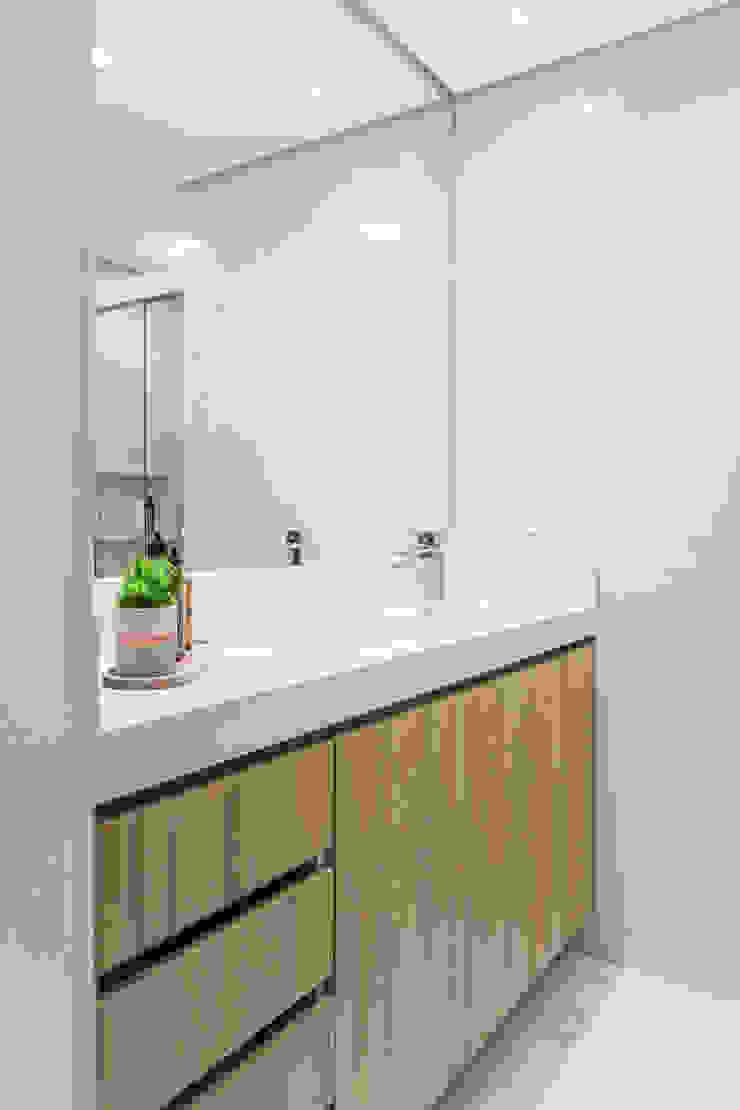 Mirá Arquitetura Salle de bain moderne Bois Blanc