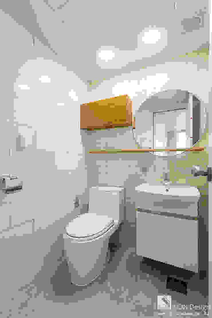 Baños de estilo moderno de 곤디자인 (GON Design) Moderno