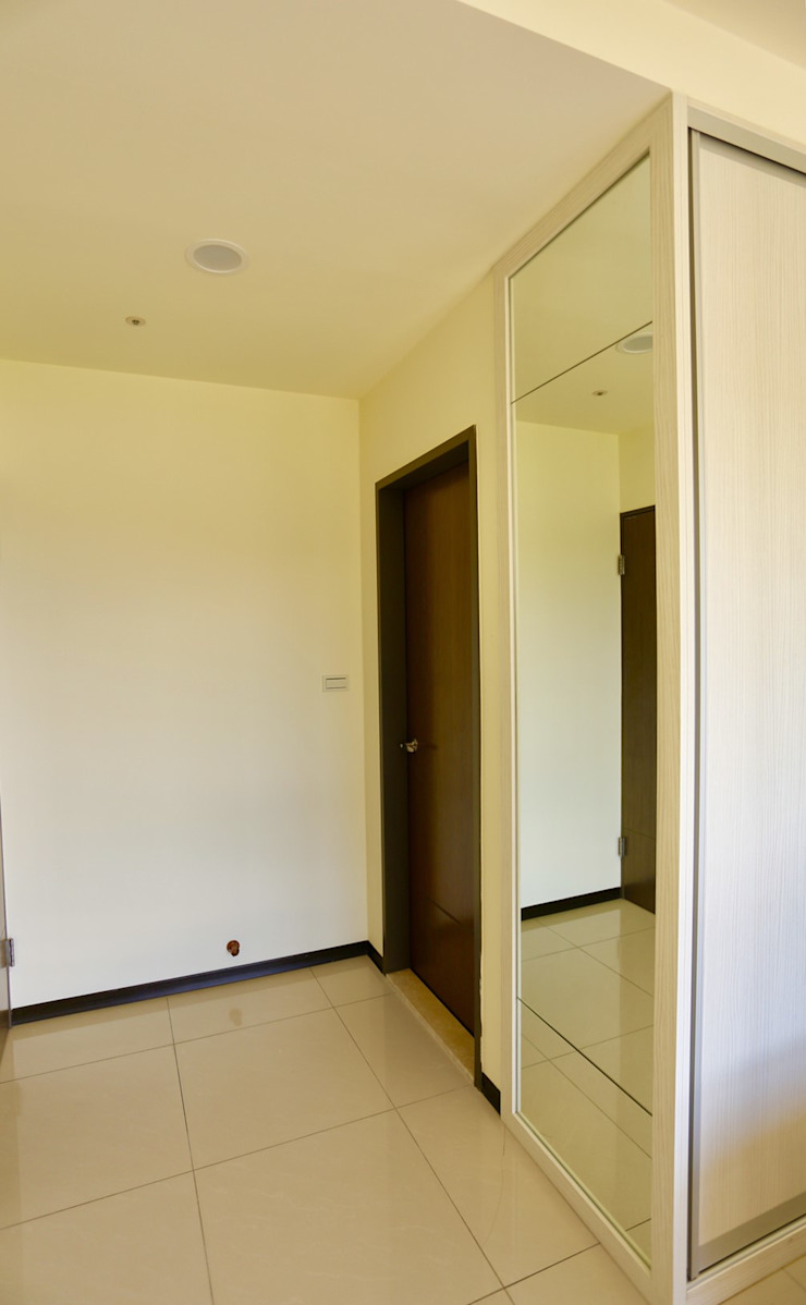 衣櫃後方為主臥衛浴 根據 藏私系統傢俱 簡約風