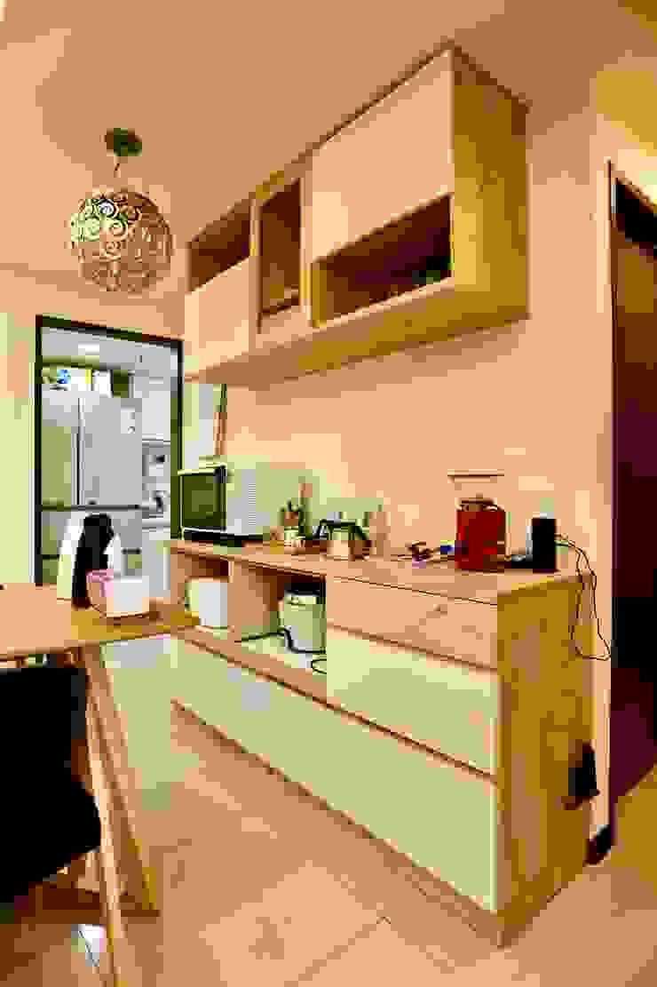 餐廳的收納櫃可放置隨手常用的家電器具 根據 藏私系統傢俱 簡約風