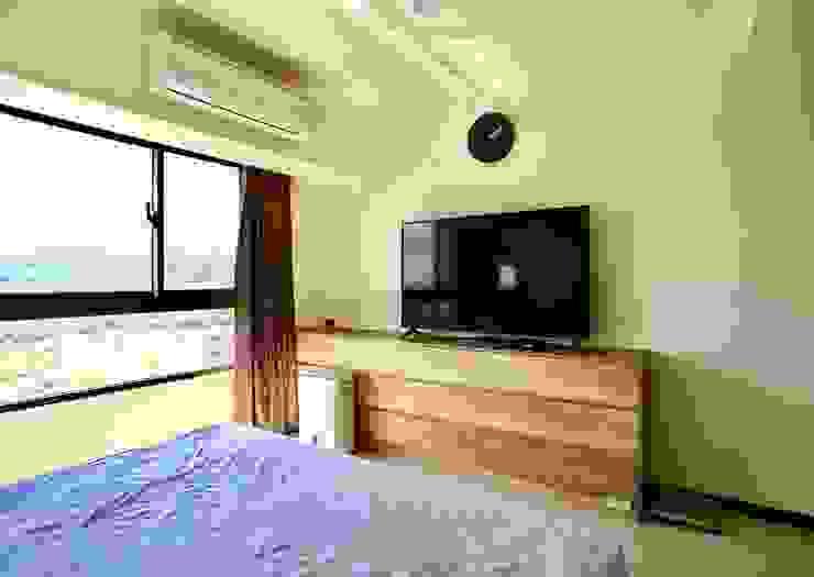 整個空間大面積的留白加上木質點綴 根據 藏私系統傢俱 簡約風
