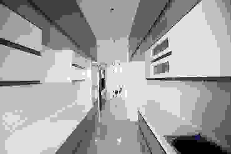 Modern Kitchen Modern kitchen by Interios by MK Design Modern