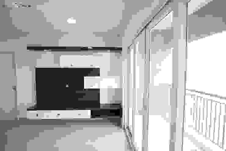 Modern TV Unit Modern living room by Interios by MK Design Modern