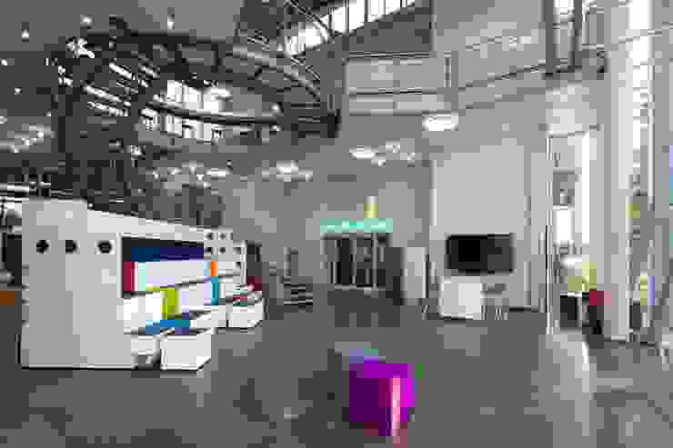 FOYER:  Bürogebäude von _WERKSTATT FÜR UNBESCHAFFBARES - Innenarchitektur aus Berlin,Modern
