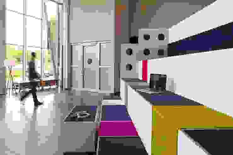 TRIBÜNE:  Bürogebäude von _WERKSTATT FÜR UNBESCHAFFBARES - Innenarchitektur aus Berlin,Modern