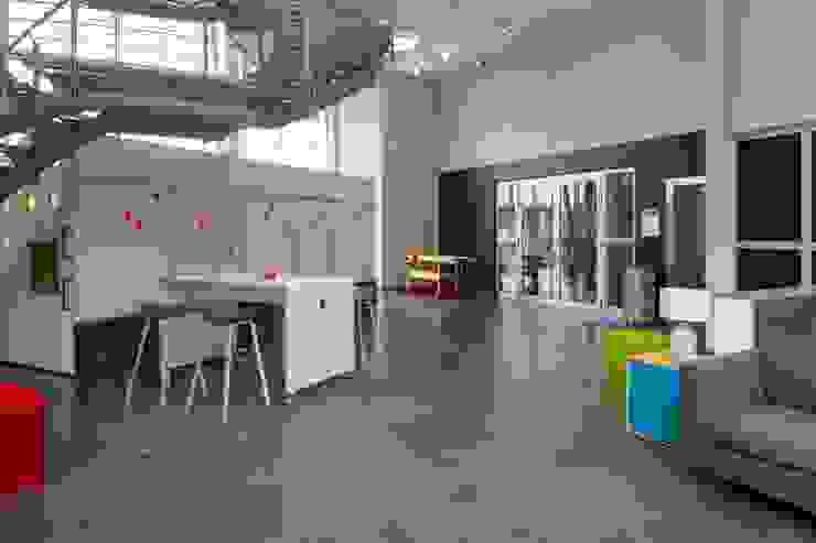 STEHARBEITSPLÄTZE:  Bürogebäude von _WERKSTATT FÜR UNBESCHAFFBARES - Innenarchitektur aus Berlin,Modern