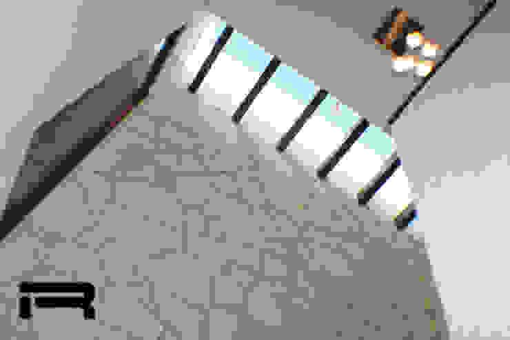 Tragaluz Pasillos, vestíbulos y escaleras eclécticos de Rabell Arquitectos Ecléctico