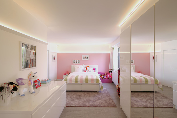 Modern style bedroom by Marcotte Style Modern Glass