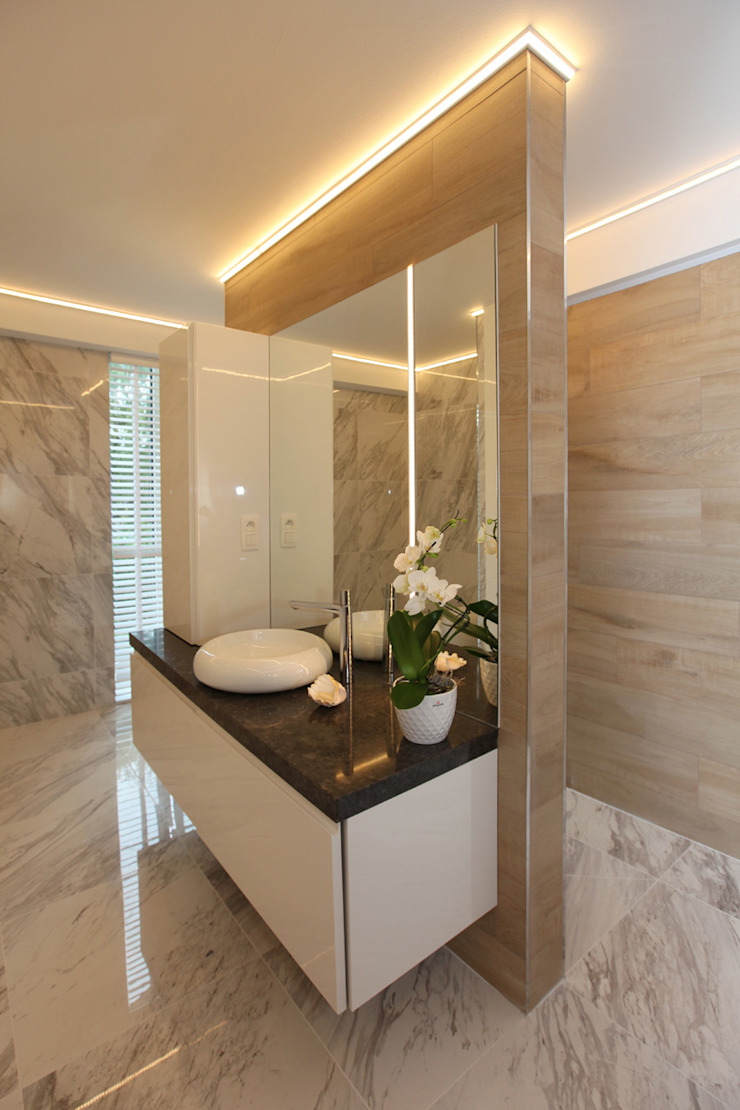Modern style bathrooms by Marcotte Style Modern Ceramic