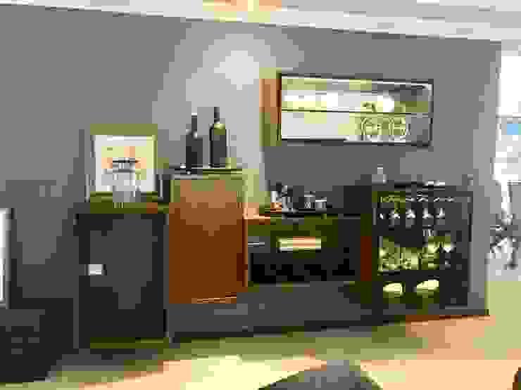 Bar Bodegas de vino de estilo moderno de Portarossa Moderno Derivados de madera Transparente