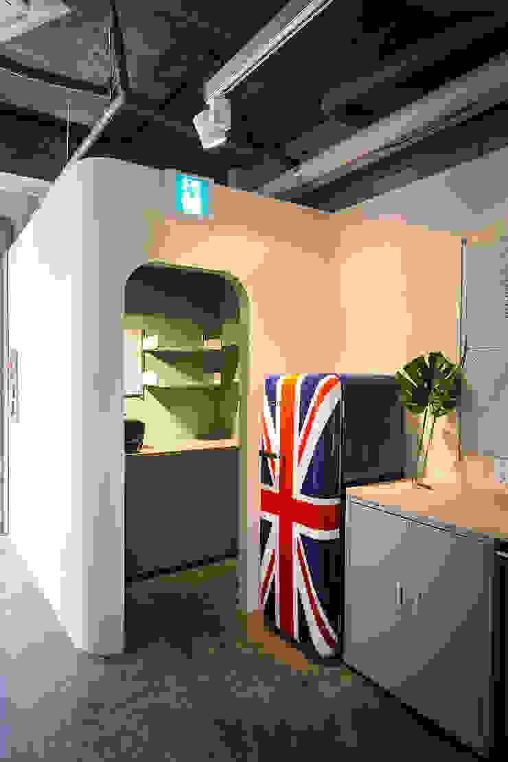 Moderne Geschäftsräume & Stores von 므나 디자인 스튜디오 Modern