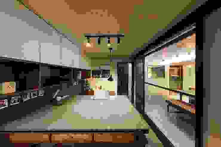Moderne Arbeitszimmer von 므나 디자인 스튜디오 Modern