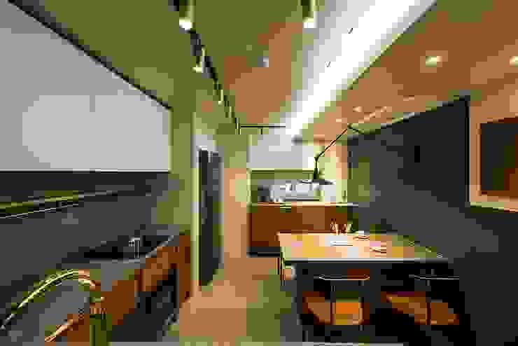 Moderne Küchen von 므나 디자인 스튜디오 Modern