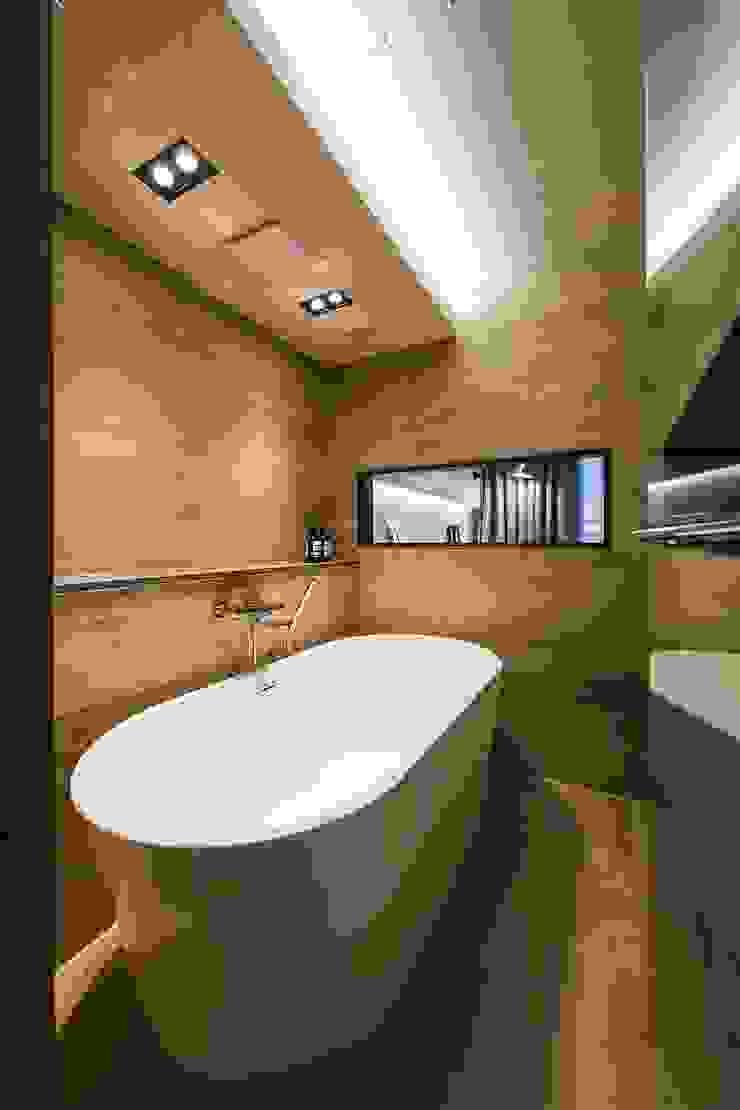 Moderne Badezimmer von 므나 디자인 스튜디오 Modern