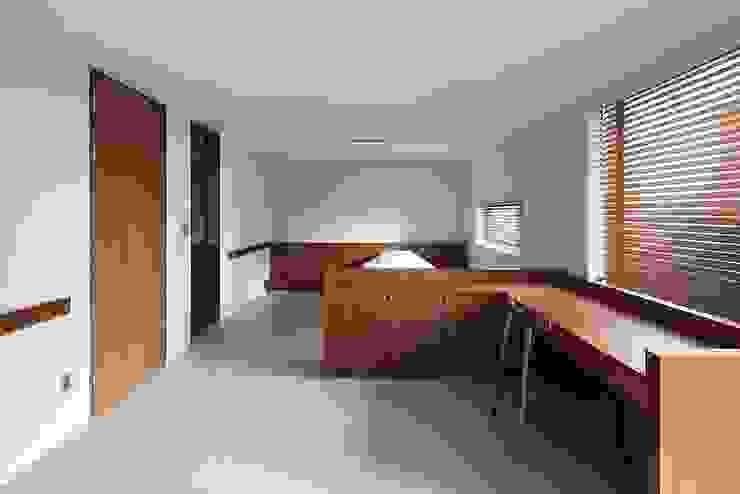 Moderne Schlafzimmer von 므나 디자인 스튜디오 Modern