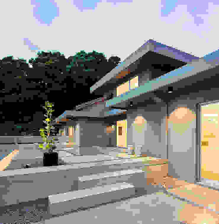 Oleh 何侯設計 Ho + Hou Studio Architects