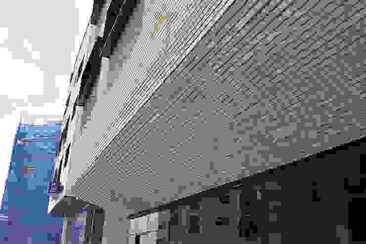 J_oblique 제이오블리크_평택시 고덕지구 FD11-4-9 상가주택 by AAG architecten 모던 타일