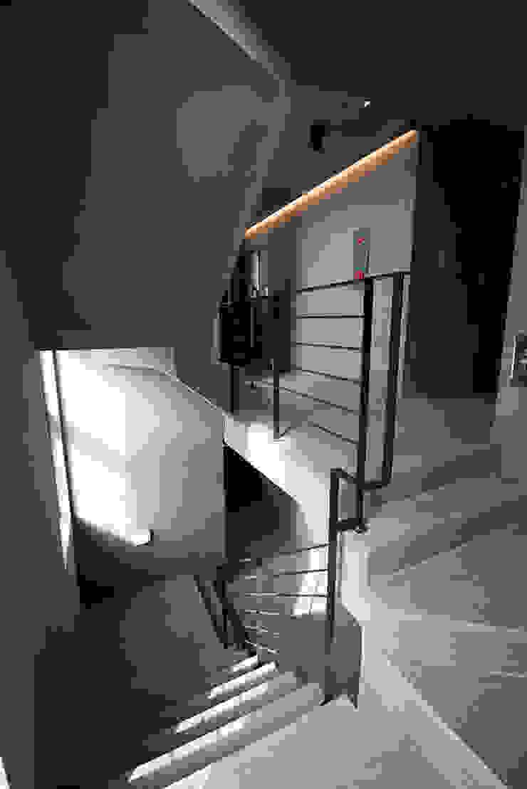 J_oblique 제이오블리크_평택시 고덕지구 FD11-4-9 상가주택 by AAG architecten 모던 콘크리트