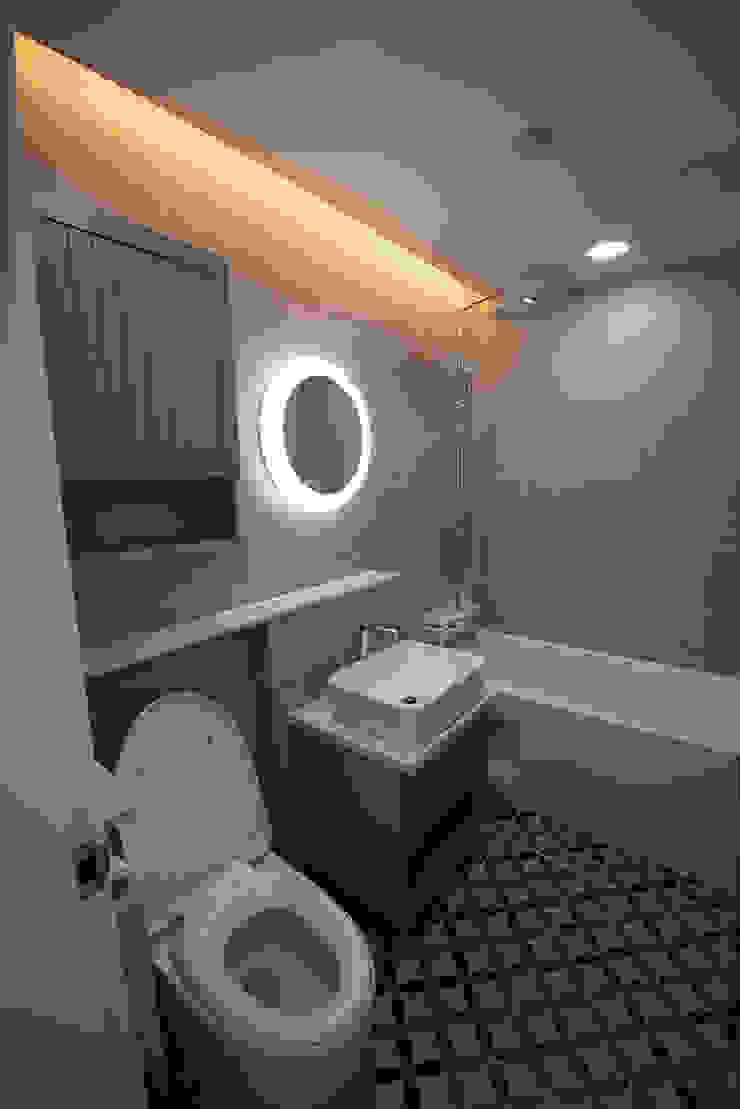 J_oblique 제이오블리크_평택시 고덕지구 FD11-4-9 상가주택 모던스타일 욕실 by AAG architecten 모던 타일