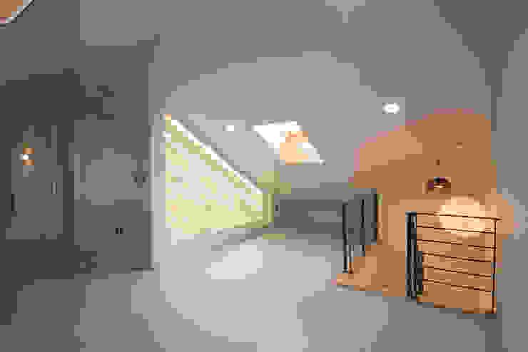 J_oblique 제이오블리크_평택시 고덕지구 FD11-4-9 상가주택 by AAG architecten 모던 우드 + 플라스틱