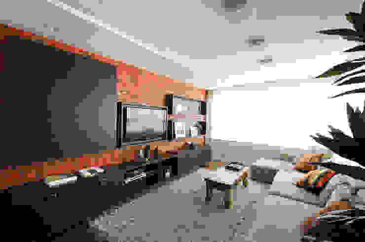 sala da TV Salas de estar ecléticas por C2 Arquitetos Eclético