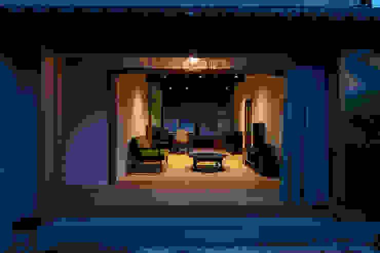 透き間の家 モダンスタイルの 温室 の 山本嘉寛建築設計事務所 yyaa モダン 木 木目調