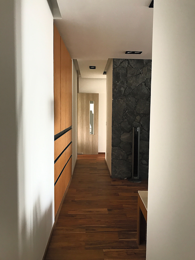 Urbyarch Arquitectura / Diseño Classic style corridor, hallway and stairs