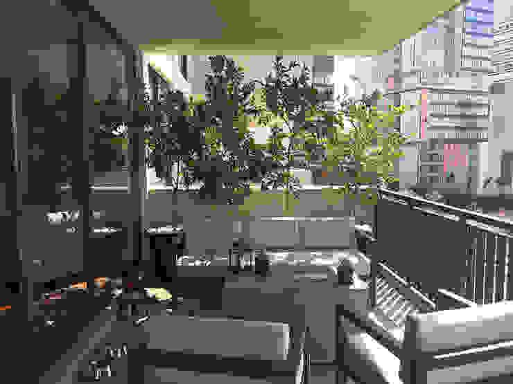 Urbyarch Arquitectura / Diseño Classic style balcony, veranda & terrace