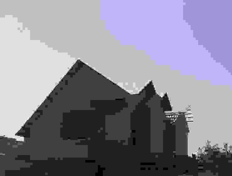 Casa forrada en osb 15mm y 11.1mm en techo.- de ARQUIMOB E.I.R.L Minimalista