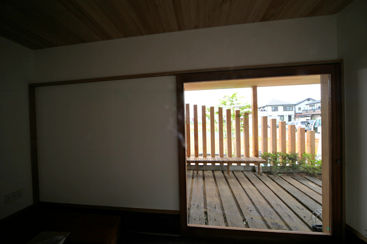 Studio in stile scandinavo di 株式会社高野設計工房 Scandinavo