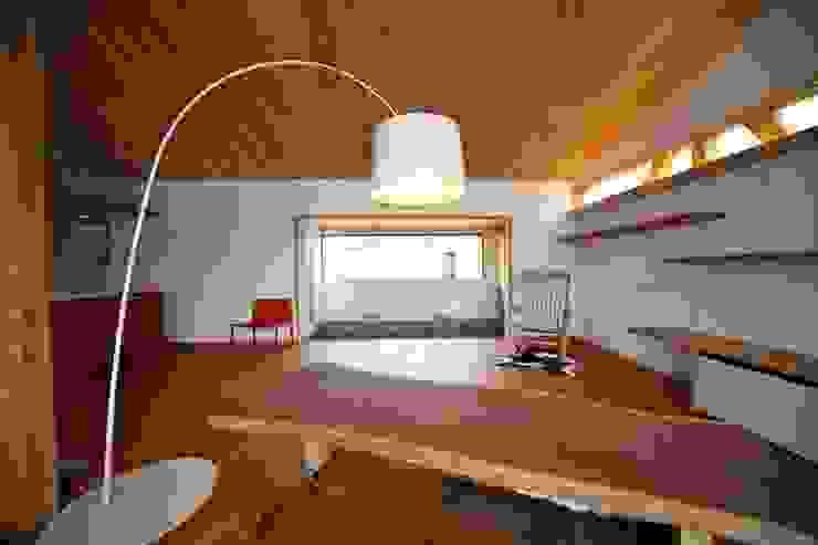 株式会社高野設計工房 Salas de estar modernas