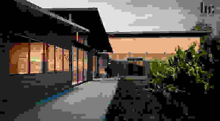 Cava & Restaurante HC Arquitecto Bares y clubs de estilo minimalista Madera Marrón