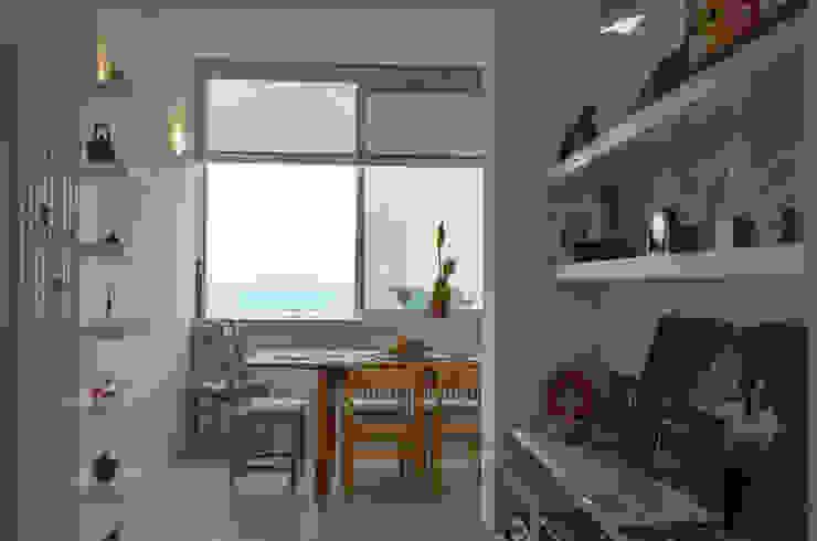 Tra mare e vecchio incasao – 90mq Soggiorno moderno di Studio ARCH+D Moderno