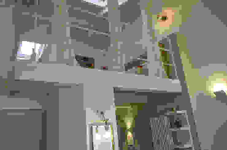 Tra mare e vecchio incasao – 90mq Sala da pranzo moderna di Studio ARCH+D Moderno