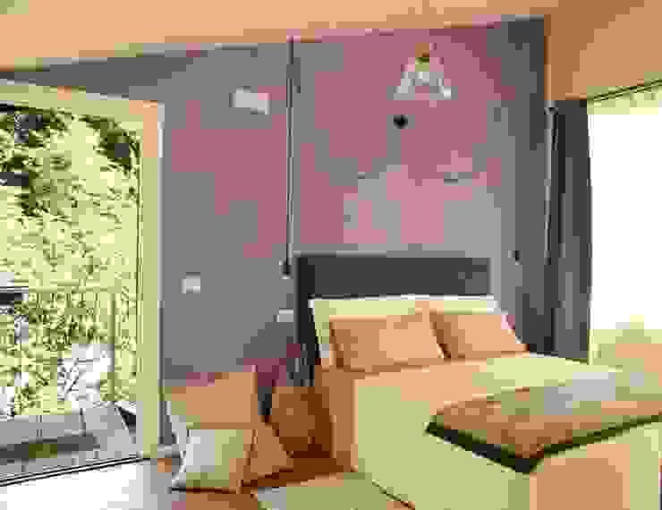 Camera da letto Rina Agostino Architetto Camera da letto rurale Viola/Ciclamino
