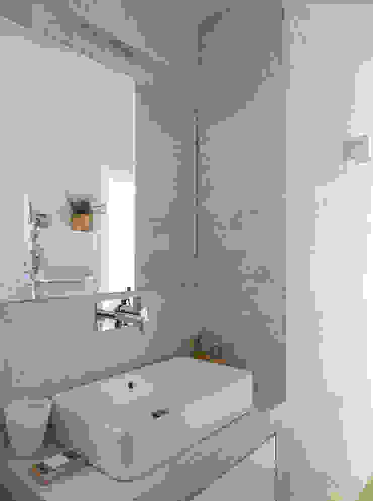 Instalação Sanitária Suite Casas de banho modernas por MUDA Home Design Moderno