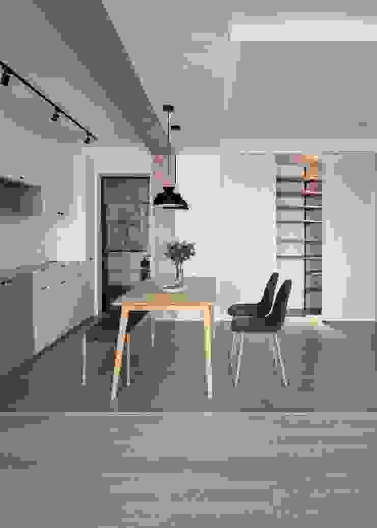 儲藏間 斯堪的納維亞風格的走廊,走廊和樓梯 根據 極簡室內設計 Simple Design Studio 北歐風