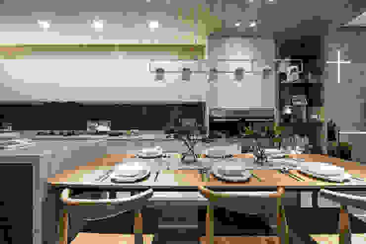 餐廳與廚房空間能夠容納一家六口 根據 Fertility Design 豐聚空間設計 現代風