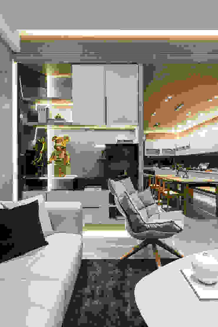 客廳望向餐廳視角: 現代  by Fertility Design 豐聚空間設計, 現代風