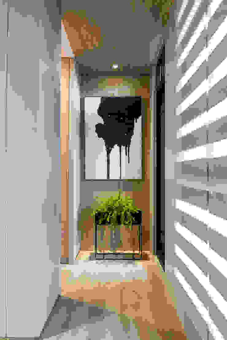 臥室的走廊空間通往陽台 根據 Fertility Design 豐聚空間設計 現代風