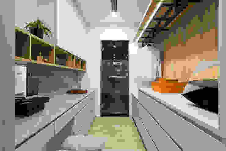 臥室的更衣梳妝空間可以通往主臥浴室 根據 Fertility Design 豐聚空間設計 現代風